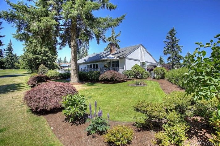 Picturesque 3-Bedroom, 2.5-Bath Rambler Next to Twin Lakes Golf Course in Federal Way