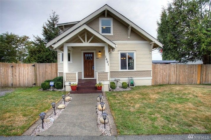Gorgeous Updated 4-Bedroom, 1.75-Bath Craftsman Home in South Tacoma