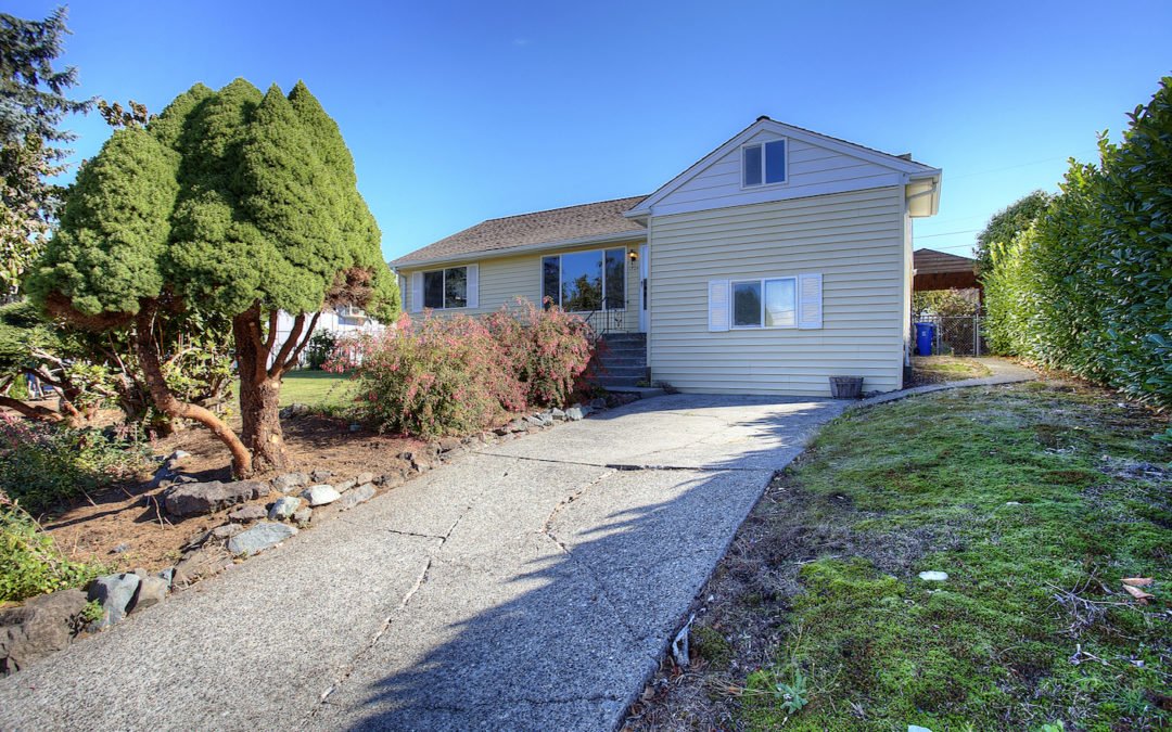 Inviting 4-Bedroom Home with Backyard Oasis in Convenient Central Tacoma