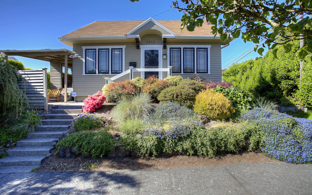 Craftsman Home in Proctor w/ views – For SALE!