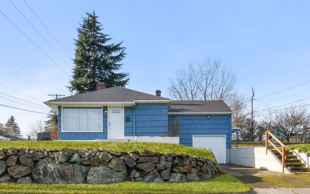 Better-Than-New, Corner Lot Home with a View – Tacoma, WA