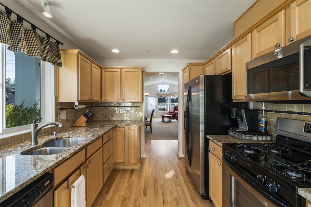 Updated Galley Style Kitchen - Lakeland Hills Condos in Auburn, WA