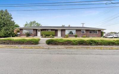 Turn Key Duplex – South Tacoma – HOT HOME!
