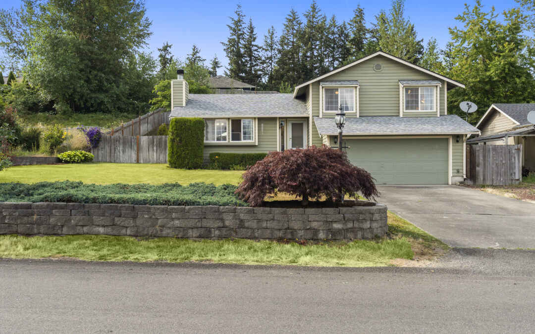 JUST LISTED! – Tri-level home in Spanaway
